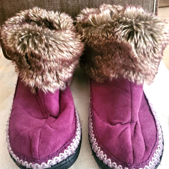 SOLD. Womens Slippers